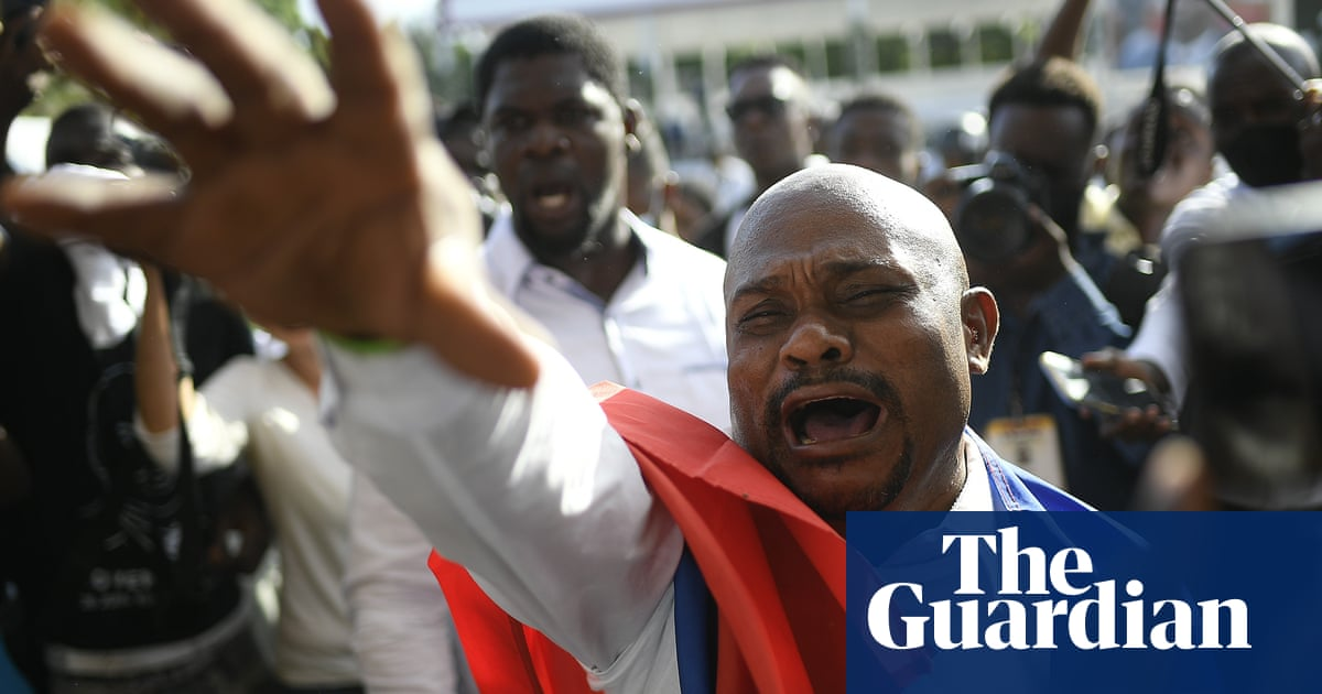 Haiti: shots fired at Moïse's funeral as protesters clash with police