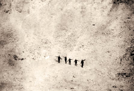 Soldiers dwarfed by a crater, in a photo also taken from Richard van Emden's book.