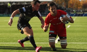 Michael Rhodes dives in for the only try of Saracens' Champions Cup victory against the Warriors in Glasgow.