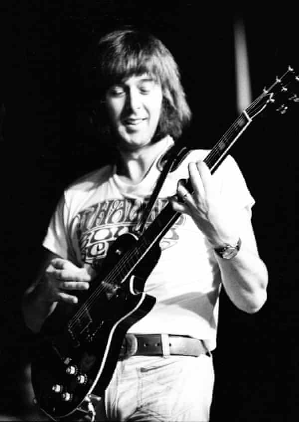 Spencer Davis performing in 1974.