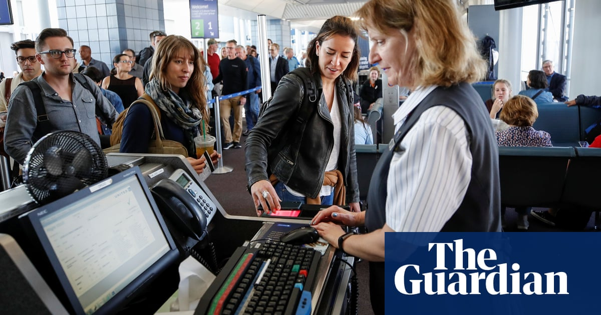 New tool helps travelers avoid airlines that use facial recognition technology