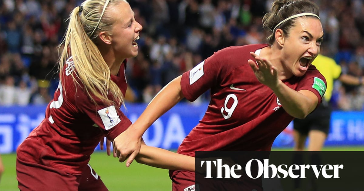 Jodie Taylor earns plaudits as England seek World Cup momentum