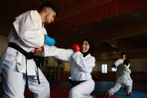 Zeynab Alshelh during a sparring session with her brother Ahmad Alshelh