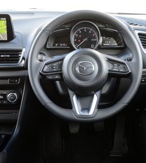 Mazda 3 2.0 dashboard