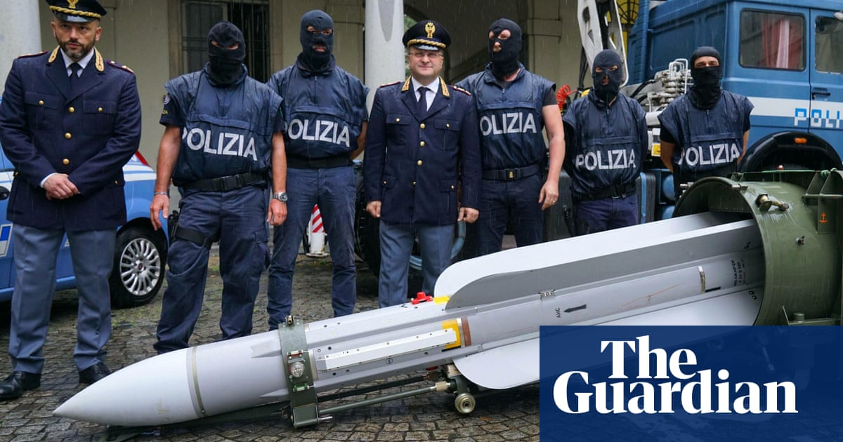 Italian arrests linked to neo-fascists after stash of weapons