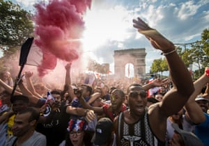 French supporters celebrating at the Arc de Triomphe
