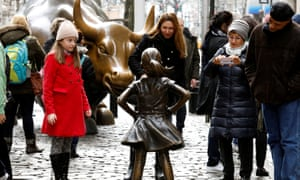 As part of a campaign to push Wall Street firms to place more women on their boards, the U.S. fund manager State Street on Tuesday installed a statue of girl opposite the famous Charging Bull.