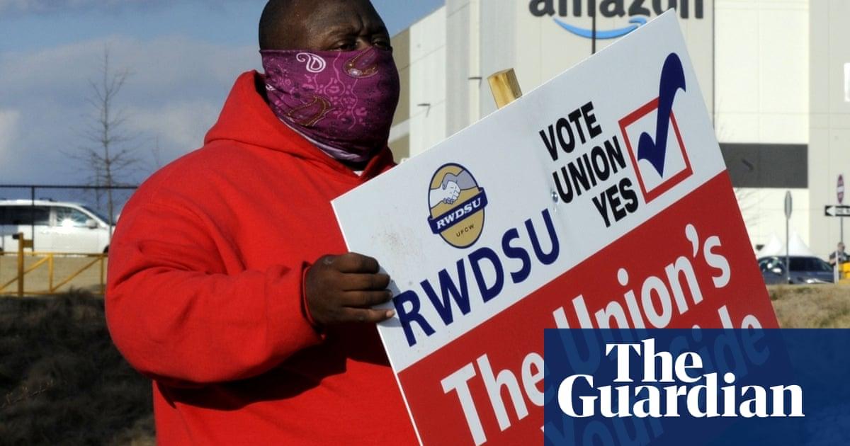 Amazon warehouse workers in Alabama make the final push toward unionizing