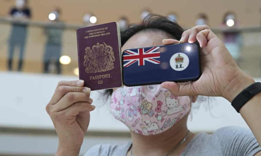 The UK predicts up to 154,000 Hongkongers could arrive over the next year under the new visa scheme.