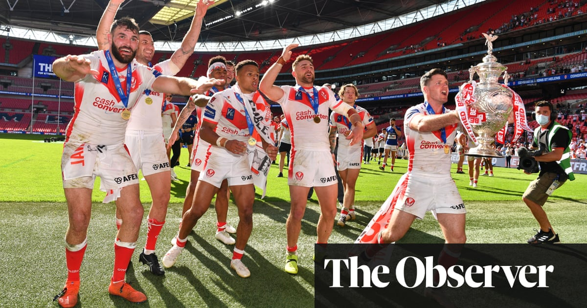 St Helens fend off Castleford to take the Challenge Cup