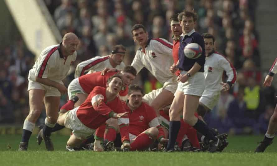 روپرت مون پشتوانه های ولز را تغذیه می کند زیرا آنها انگلیس را به اندازه کافی دور نگه می دارند تا بتوانند پنج پیروزی 1994 را از آن خود کنند ، اما زمان نابودی به زودی برمی گردد.