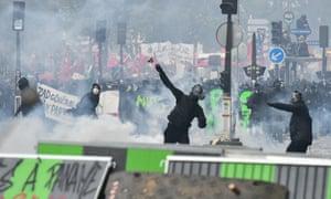 巴黎五一节示威期间的抗议者。