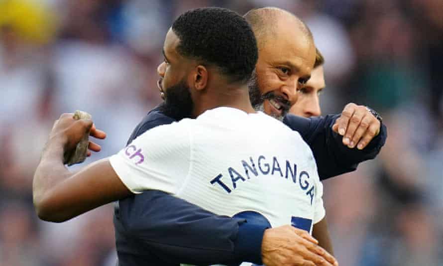 Nuno Espírito Santo congratulates Japhet Tanganga after Tottenham's win