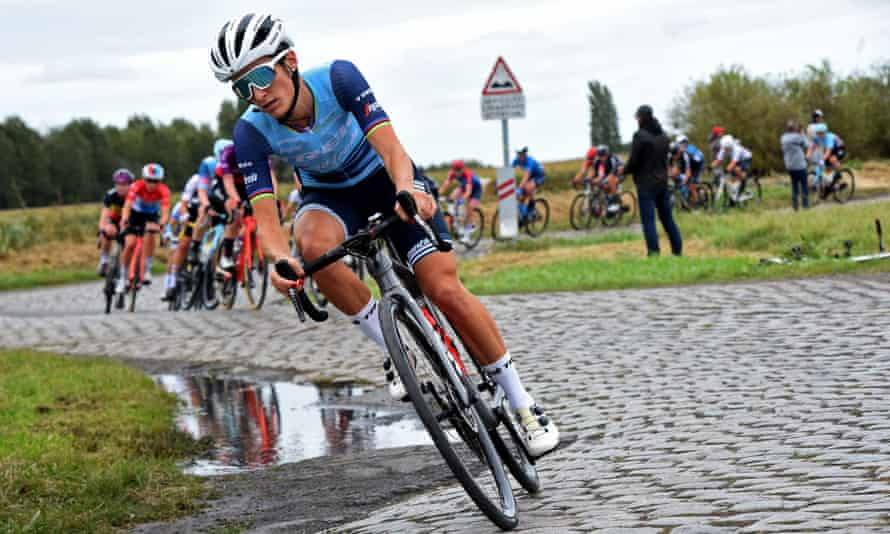 Lizzie Deignan rides during the first edition of the women elite race of the Paris-Roubaix cycling event