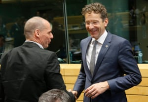 epa04818098 Dutch Finance Minister and President of Eurogroup Jeroen Dijsselbloem (R) and Greek Finance Minister Yanis Varoufakis (L) at the start of a special Eurogroup Finance ministers meeting on Greek crisis at EU council headquarters in Brussels, Belgium, 25 June 2015.