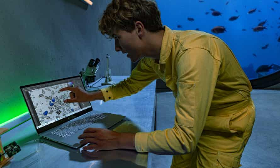 Fionn Ferreira, a 20-year-old Irish inventor, found a way to successfully remove 88% of microplastics from water samples.