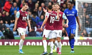 Jeff Hendrick is congratulated after scoring Burnley's first goal as Everton's Yerry Mina looks on.