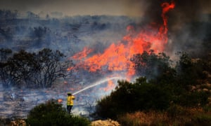 Forest fire in Ensenada, Mexicoepaselect epa05992375 A firefighter tries to extinguish a forest fire in Ensenada, Mexico, 26 May 2017. The forest fire threats the urban zones of the colonies Villa Colonial and Valle Dorado, according local reports. EPA/ALEJANDRO ZEPEDA