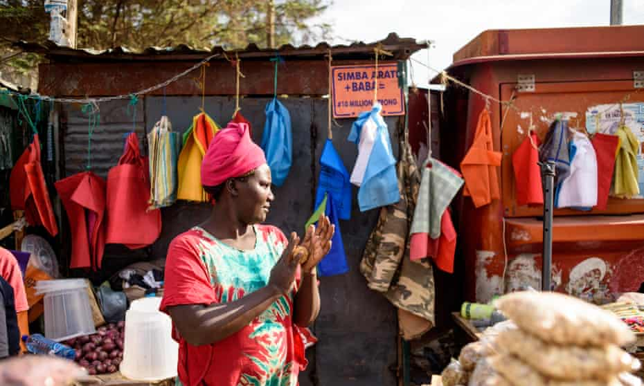 Ruth Kwamboka sells snacks in compostable bags to shoppers at her stall in Kawangware, Nairobi.