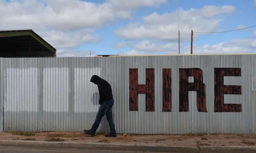 Work for the dole participants are finding it hard to find full-time work, employment department figures show.