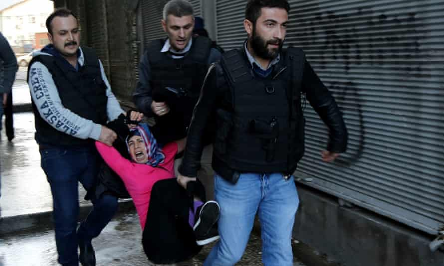 Turkish police arrest a Kurdish protestor in Diyarbakir.