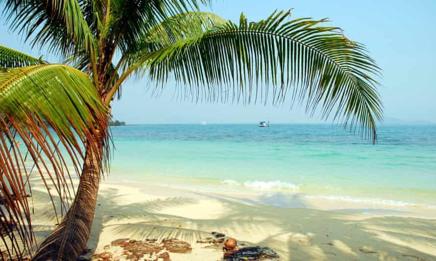 Beach on Koh Wai Island, Koh Chang archipelago, National Park Mu Ko Chang, Trat, Gulf of Thailand, Thailand.