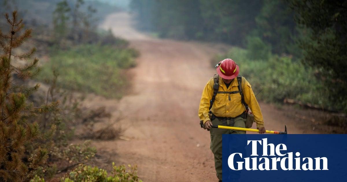 Oregon firefighters make progress in battle against largest US wildfire