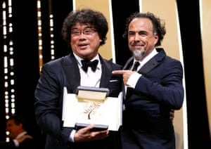 Bong Joon-ho, Palme d'Or winner, next to Alejandro González Iñárritu.