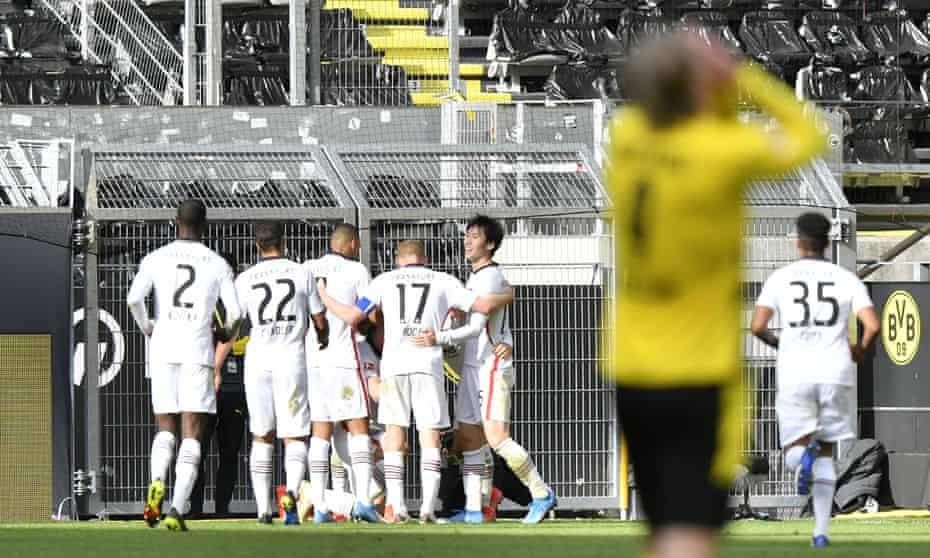 Eintracht Frankfurt celebrate André Silva's triumph while Erling Haaland despairs.