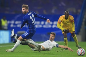 Chelsea's Timo Werner (L) fails to connect with a crossed ball.