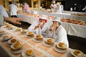 Dunfermline, UK: Judges view the entries by Scottish bakers for the annual scotch pie championships
