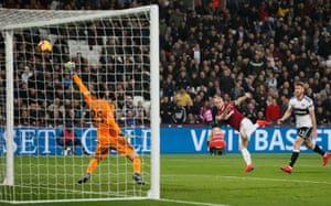 Arnautovic shoots against the crossbar.