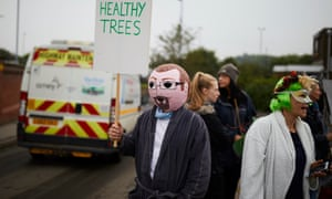 Protesters, some wearing wigs and dressing gowns, slow walking to blockade Sheffield council's Olive Grove Road.