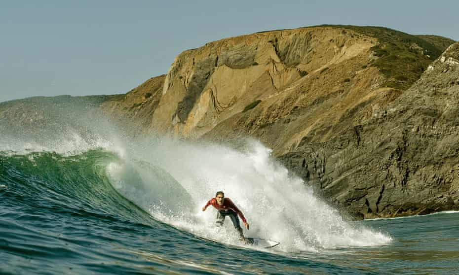 Guy surfing a big wave on the Algarve