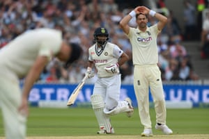 Despair for Anderson as Mohammed Shami takes another single.