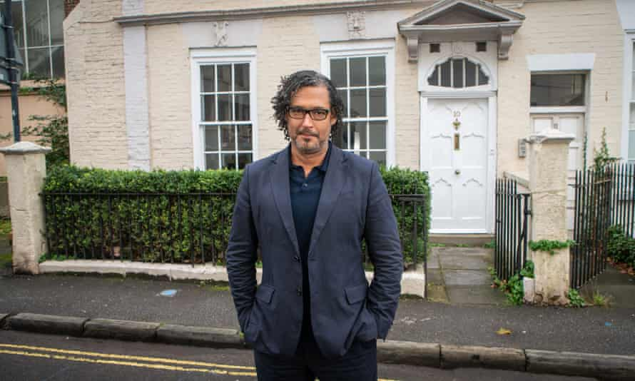 David Olusoga outside Number 10 Guinea Street, Bristol in A House Through Time.