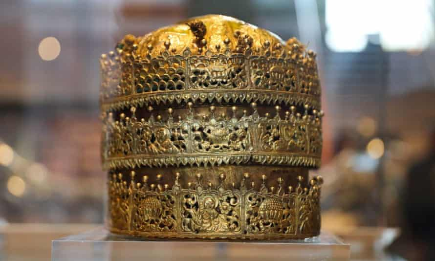 A gold crown that forms part of the Maqdala treasures