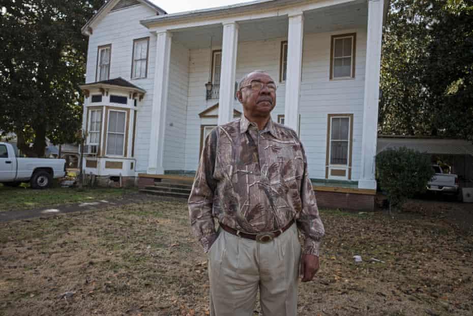 Eddie Carthan outside the old plantation house.