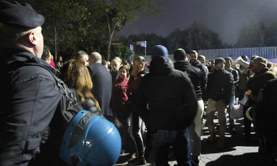 The protest in Torre Maura, east Rome, was organised by the neo-fascist CasaPound party and the far-right Forza Nuova.