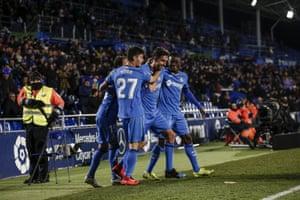 Getafe celebrate after Jaime Mata's goal against Alavés.