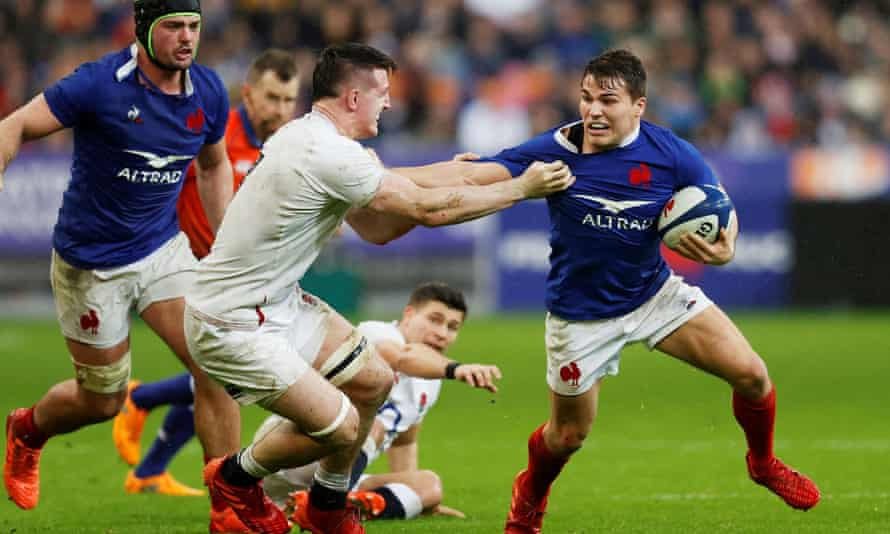 France's scrum-half Antoine Dupont, right,  horribly showed up the England No9 Ben Youngs.