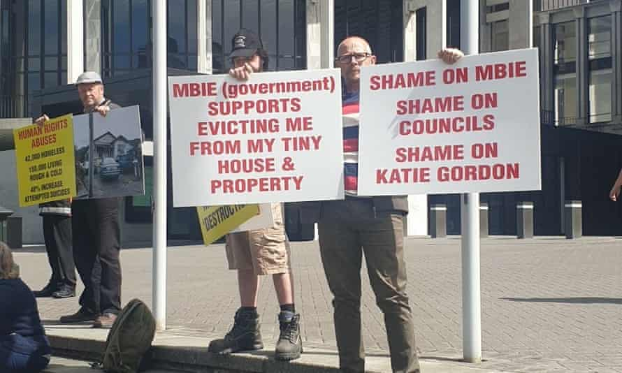 Tiny house owner Alan Dall protesting outside New Zealand parliament