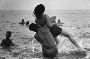 Garry Winogrand Coney Island, New York c 1952