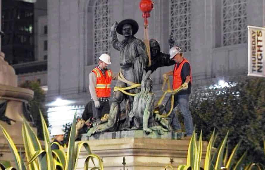 Crews removing the statue on 14 September.