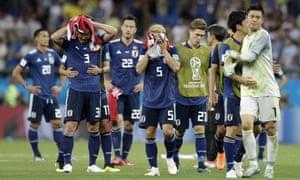 試合後にピッチを後にする日本代表の選手たち。