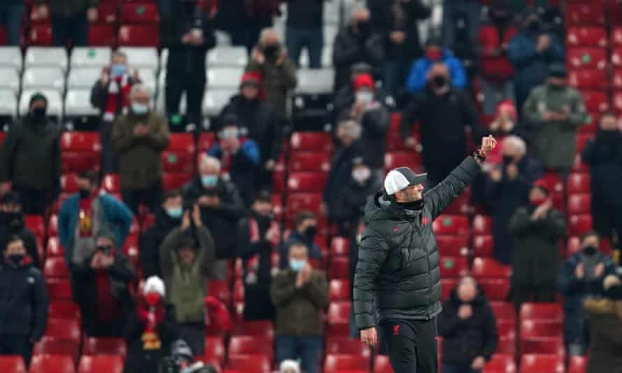 Liverpool manager Jürgen Klopp salutes the returning fans after the final whistle.