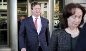 Former Trump campaign manager Paul Manafort leaves a federal courthouse in November.
