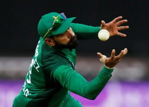 Hafeez catches Root.