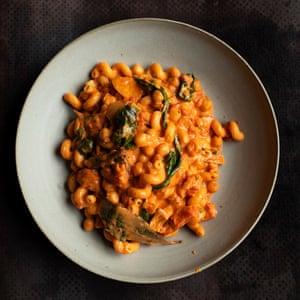 Chickpeas and macaroni.