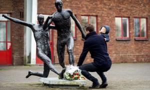 Johan Cruyff statue